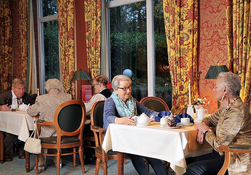 Betreutes Wohnen im Alter – Gemeinsam im Speisesaal